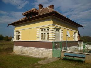 Nice rural property with garage and plot of land located in a quiet village 18 km away from the town of Vratza