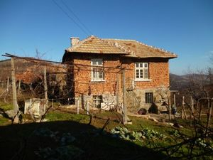 Big rural property with three houses and 4300 sq.m. yard