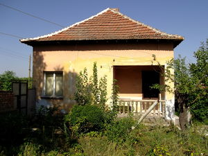 Rural house with plot of land located in a quiet village