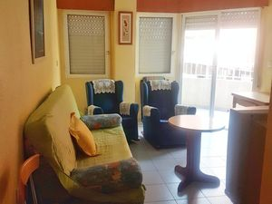 BRIGHT APARTMENT 100 METERS FROM THE BEACH