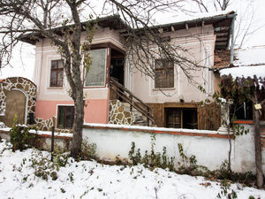 Renovated 3 bedroom house with garage in Dichin