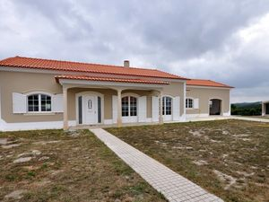 Single-story villa 4 sale near Cadaval-Silver Coast Portugal