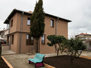 House with 4 bedrooms, 2 bathrooms, 10 min to Sunny Beach
