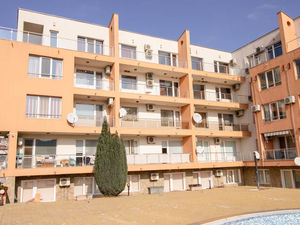 Large 2-bedrooms POOL VIEW apartment Jolly complex, Nesebar