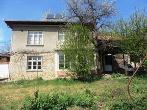 A partly renovated 2 bedrooms house