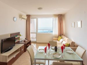 Sea front apartment in Ravda, with fantastic views
