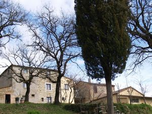 Farmhouse with 9 ha. of land for sale in the Chianti region
