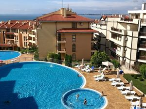 Discount! Apartment with sea view, in a complex in Saint Vla