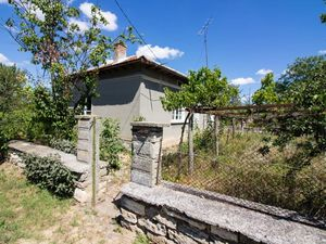 Cheap rural house in good condition 20 min drive to the SEA