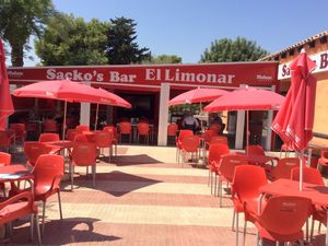 Large Bar/Restaurant with Function Room and 2 bed apartment