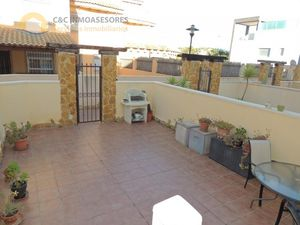 House with garage 2 kilometers from the sea