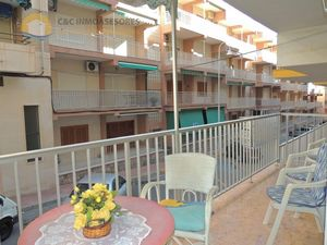 Apartment with large terrace and parking 20 meters from sea