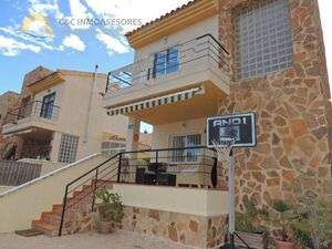 Detached villa 5 kilometers from the beach