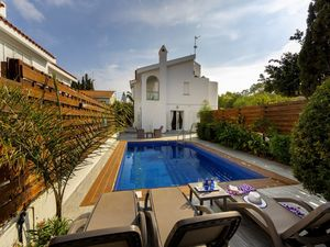 Wonderful 3 Bed Villa in Protaras with Sauna