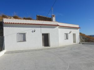 Cave house with the potential of 5 bedrooms. SAL052