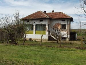 Country house with plot of land located 200 m from river