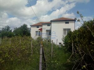 Property for sale with a large yard of 3800sq.m. - region Va