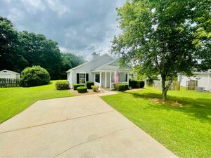Beautiful 3 beds 2 baths home for rent in Greer