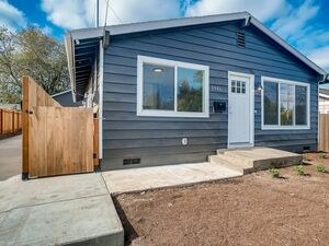Spacious 3 bed 2 baths home for rent in Portland