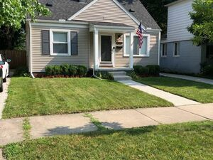 Beautiful 3 beds 2 baths house for rent in Royal Oak