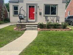 Beautiful 3 beds 1.5 baths house for rent in Dearborn