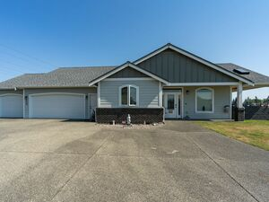 Beautiful 3 beds 3 baths house for rent in Olympia