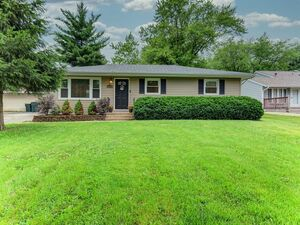 Adorable & Updated 3 beds 2 baths for rent in Downers Grove