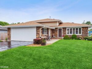 Beautiful 3 beds 2 baths house for rent in Orland Hills