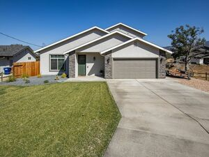 Awesome 3 beds 3 baths house for rent in Tehachapi
