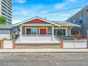 Awesome 3 beds 1 bath house for rent in Long Beach